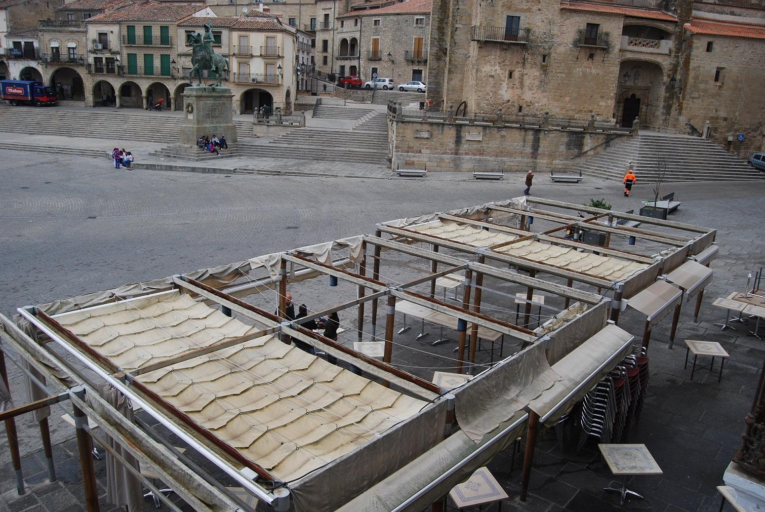El Consistorio aprobará el cambio de toldos de la plaza