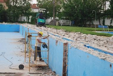 La piscina municipal estar en obras hasta el 25 de junio for Piscina municipal caceres