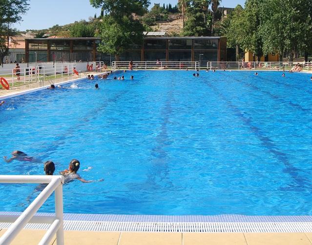 Las piscinas municipales abrir n en la segunda mitad de for Piscina municipal caceres