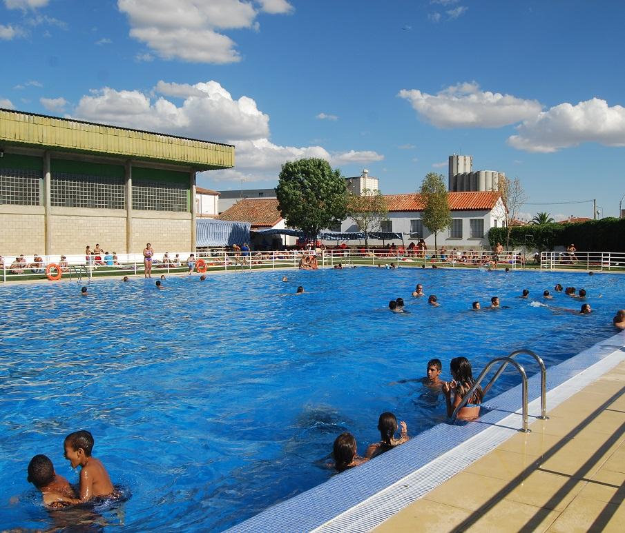 Entrada gratuita hoy en las piscinas municipales for Piscina municipal caceres