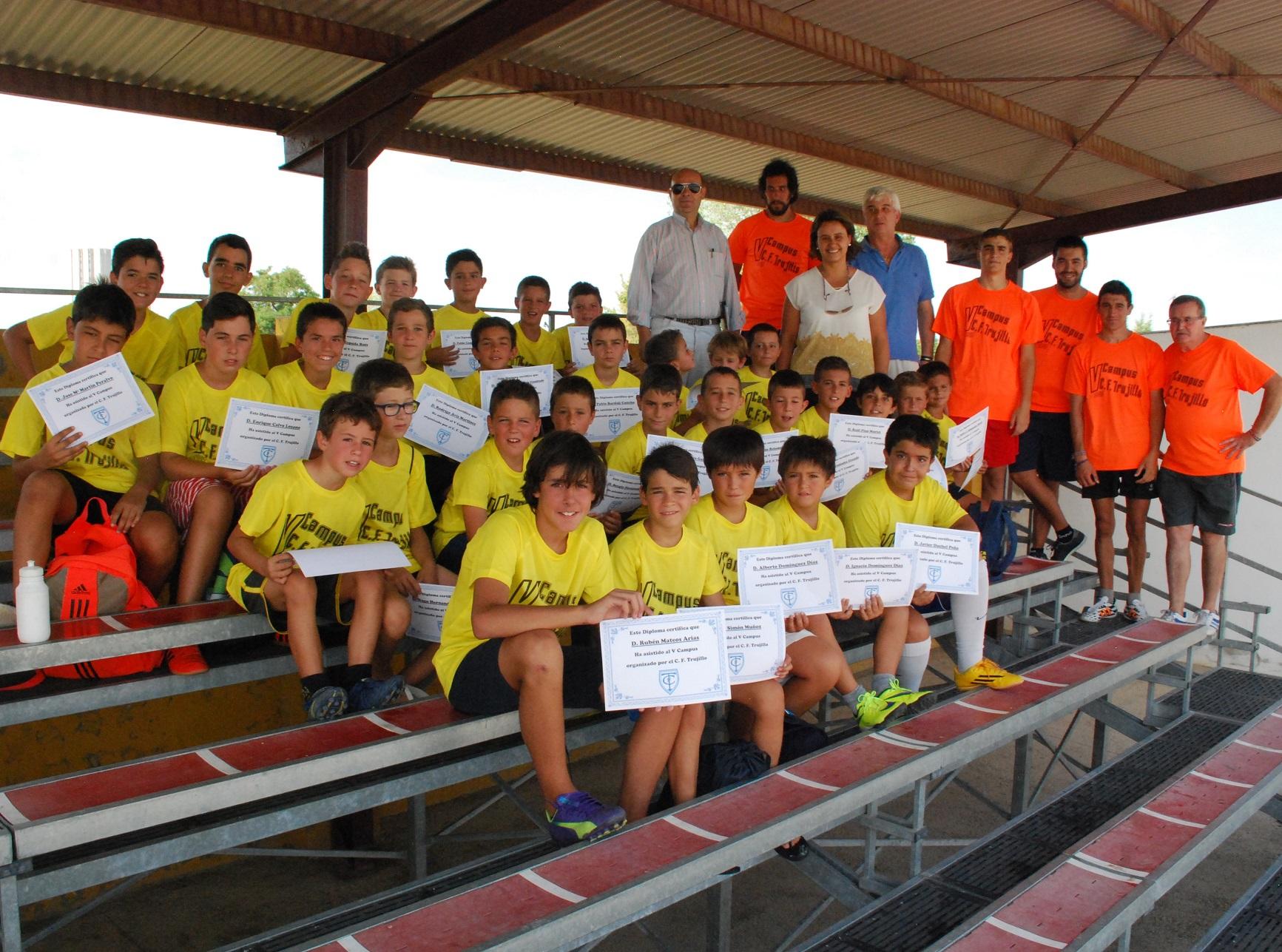 Clausura del campus del club f tbol trujillo for Piscina climatizada navalmoral